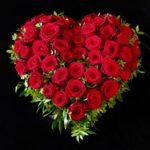 Neuer Friedhof Haunstetten Trauerherz mit roten Rosen